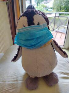 Niki mit speziellangepasster OP-Maske